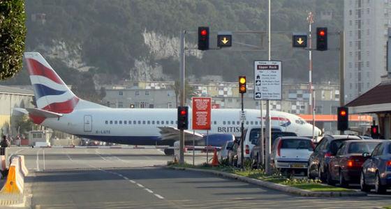 Aeroporto Gibilterra : I aeroporti più pericolosi al mondo foto di