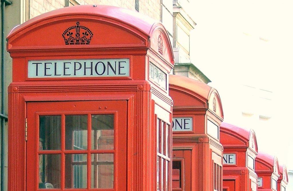 Le cabine telefoniche inglesi diventeranno defibrillatori for Riparazione della cabina di log